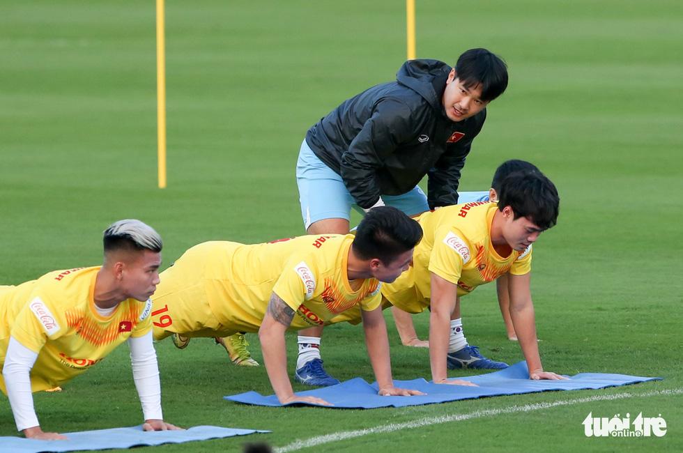 Công Phượng vắng mặt ngày đầu tuyển Việt Nam tập luyện - Ảnh 6.