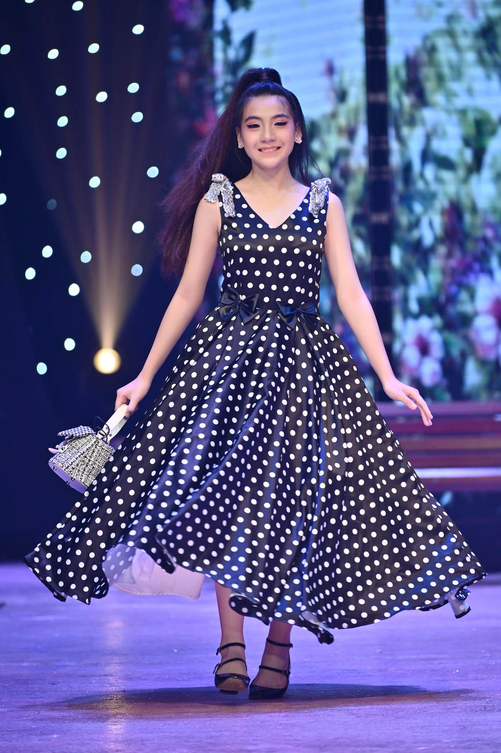 Luong Thuy Linh and Kieu Loan transform into gorgeous, personality dolls - Photo 5.