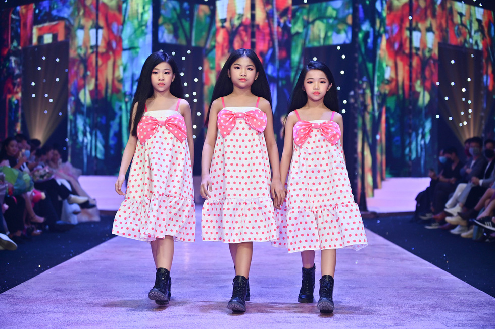 Luong Thuy Linh and Kieu Loan transform into gorgeous, personality dolls - Photo 6.