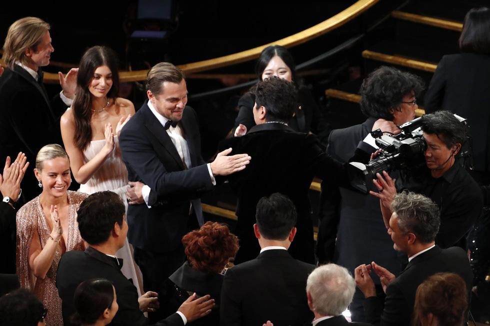 Lần đầu tiên trong lịch sử Oscar, Parasite, một phim châu Á giành giải phim hay nhất - Ảnh 2.