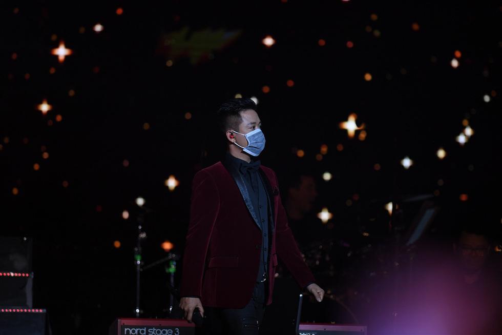 Hơn 3.000 khán giả đeo khẩu trang nghe Bằng Kiều, Thu Phương, Hồng Nhung hát - Ảnh 3.