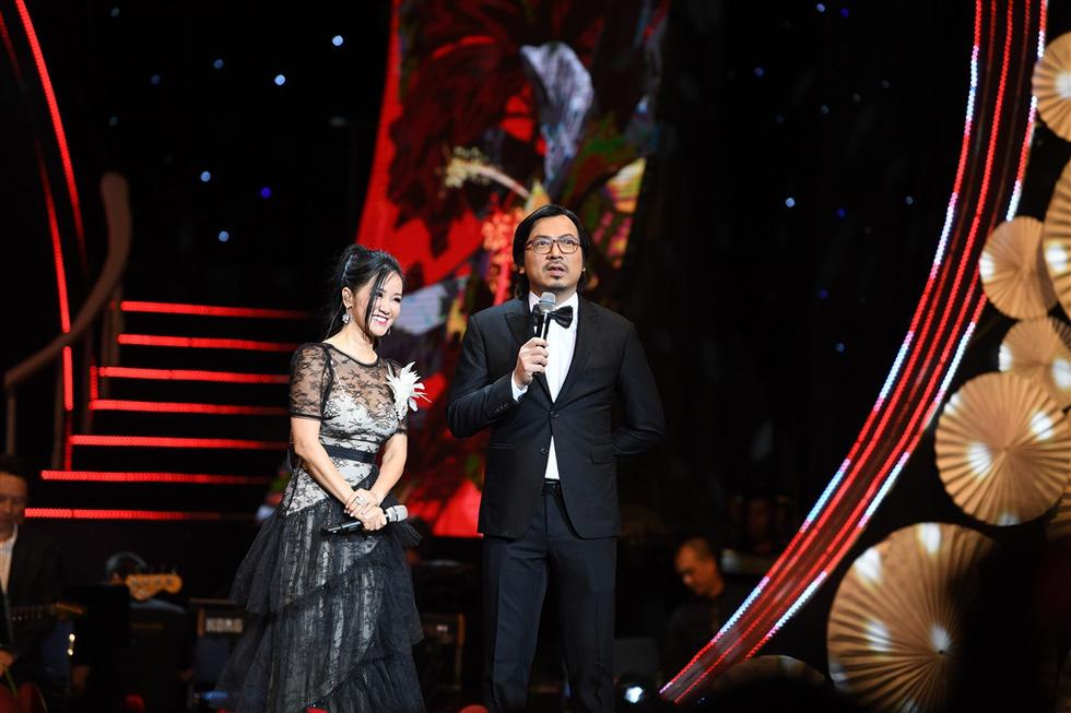 Hơn 3.000 khán giả đeo khẩu trang nghe Bằng Kiều, Thu Phương, Hồng Nhung hát - Ảnh 2.