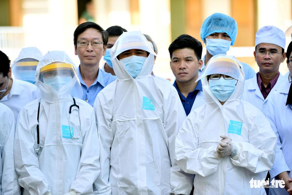 Bệnh viện dã chiến tại TP.HCM chính thức hoạt động - Ảnh 4.