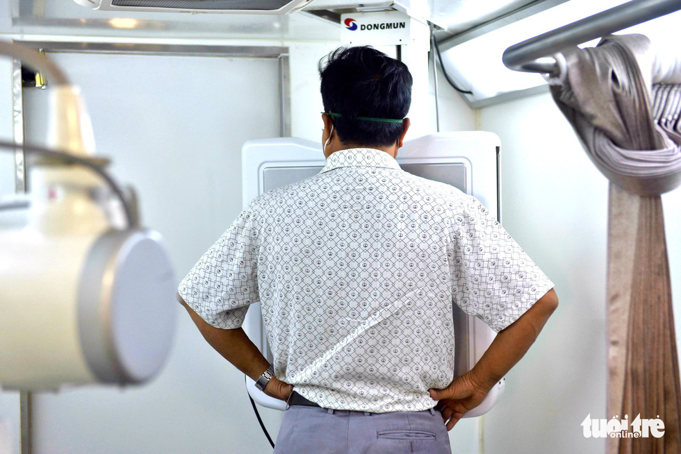 Bệnh viện dã chiến tại TP.HCM chính thức hoạt động - Ảnh 9.