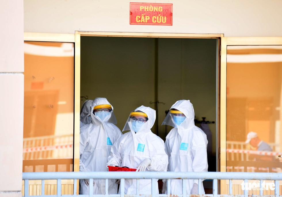 Bệnh viện dã chiến tại TP.HCM chính thức hoạt động - Ảnh 10.