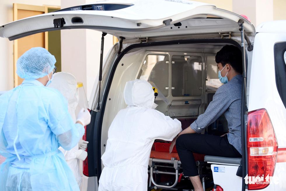 Bệnh viện dã chiến tại TP.HCM chính thức hoạt động - Ảnh 5.