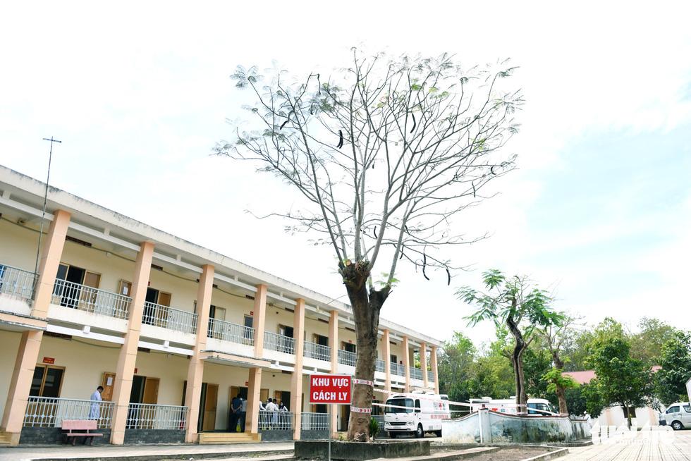 Bệnh viện dã chiến tại TP.HCM chính thức hoạt động - Ảnh 2.