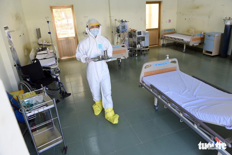 Bệnh viện dã chiến tại TP.HCM chính thức hoạt động - Ảnh 14.