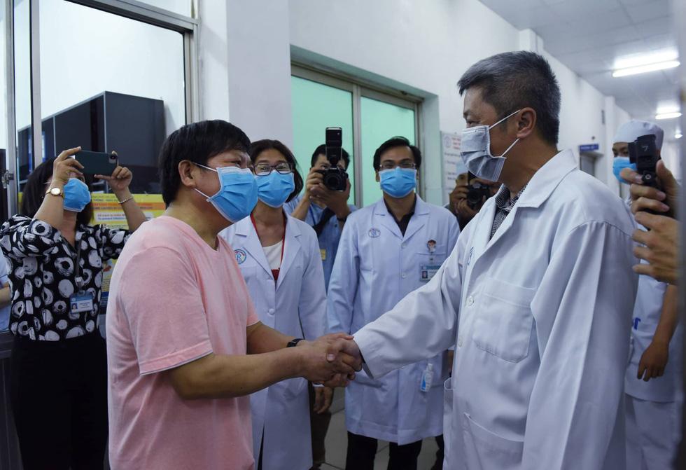 Bệnh nhân Li Ding: 'Cảm ơn Việt Nam - cảm ơn bác sĩ Việt Nam!' - Ảnh 3.