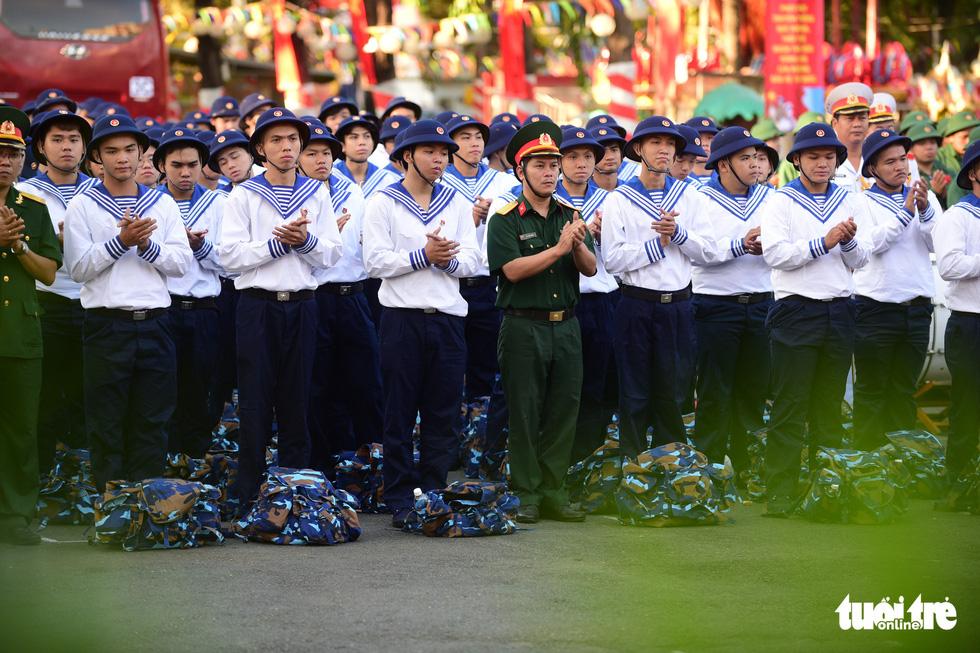 Hơn 4.000 thanh niên TP.HCM lên đường tòng quân - Ảnh 5.