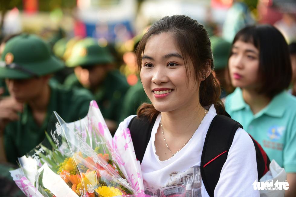 Hơn 4.000 thanh niên TP.HCM lên đường tòng quân - Ảnh 3.