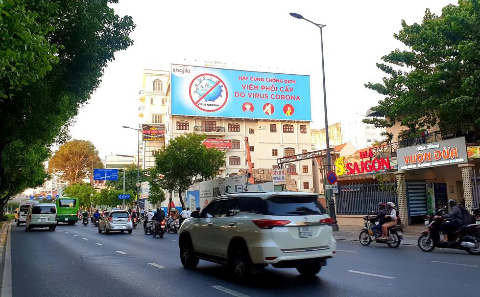 Doanh nghiệp quảng cáo bỏ tiền túi tuyên truyền chống virus corona - Ảnh 2.