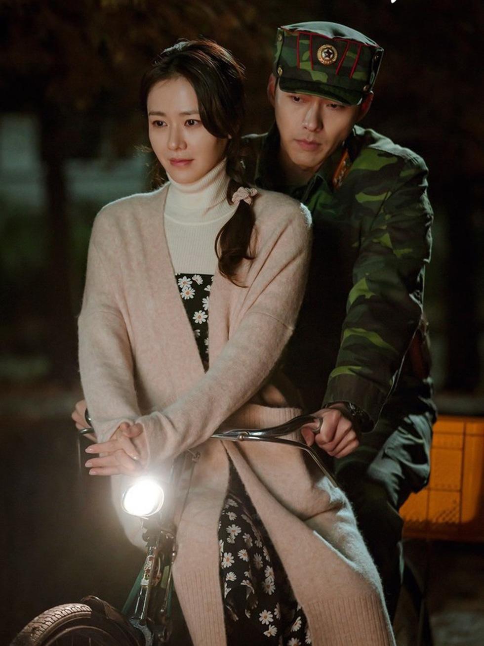 Dispatch tung bằng chứng hẹn hò của cặp đôi Son Ye Jin và Hyun Bin - Ảnh 3.