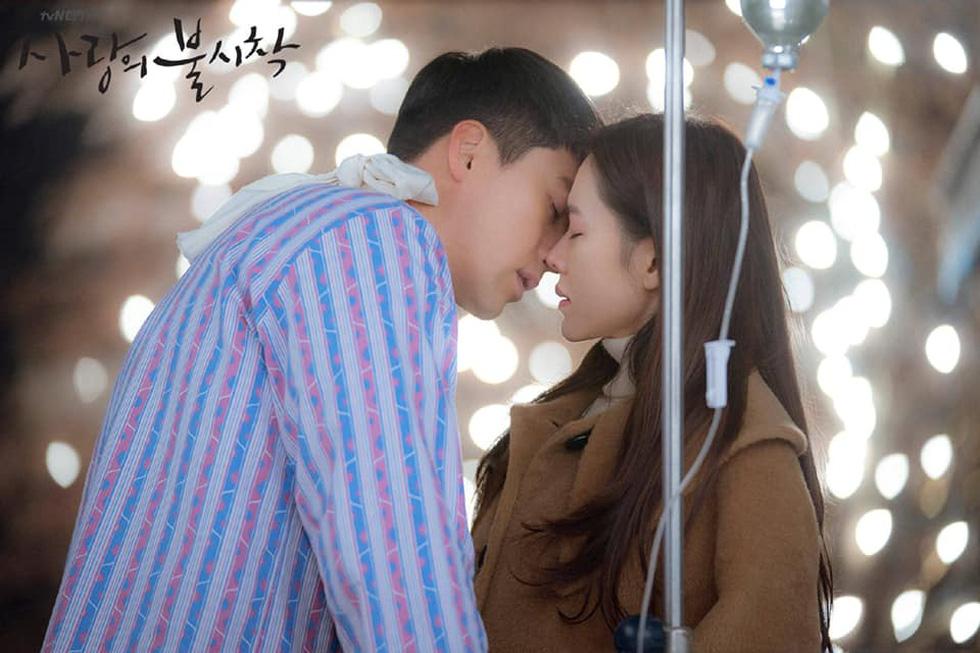 Dispatch tung bằng chứng hẹn hò của cặp đôi Son Ye Jin và Hyun Bin - Ảnh 4.