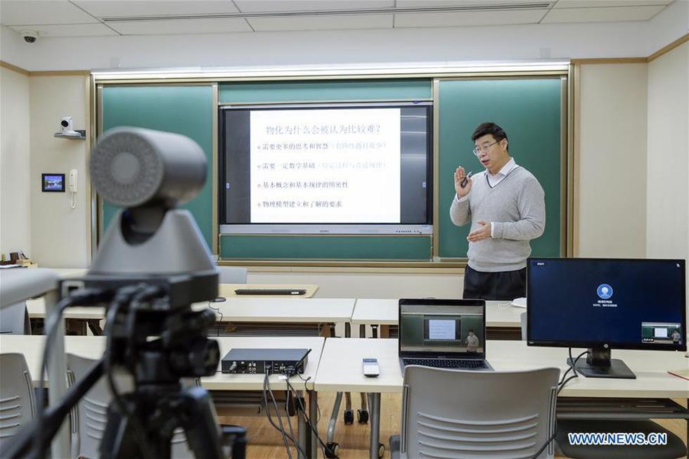 Thời dịch COVID-19, thầy giáo thể dục cũng dạy qua mạng - Ảnh 7.