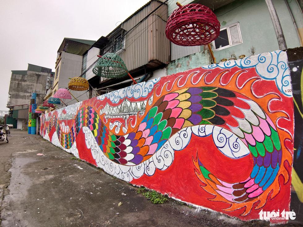 Nơi tập kết rác thải ven sông Hồng thành không gian nghệ thuật - Ảnh 4.