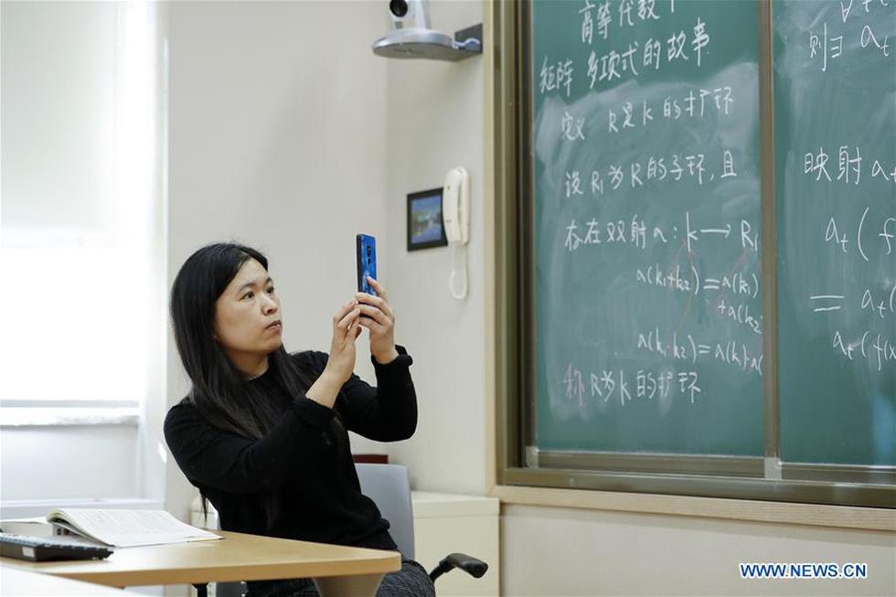 Thời dịch COVID-19, thầy giáo thể dục cũng dạy qua mạng - Ảnh 6.