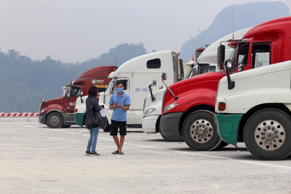 Ngày đầu tiên cửa khẩu Tân Thanh mở lại, 300 tấn nông sản qua Trung Quốc - Ảnh 2.