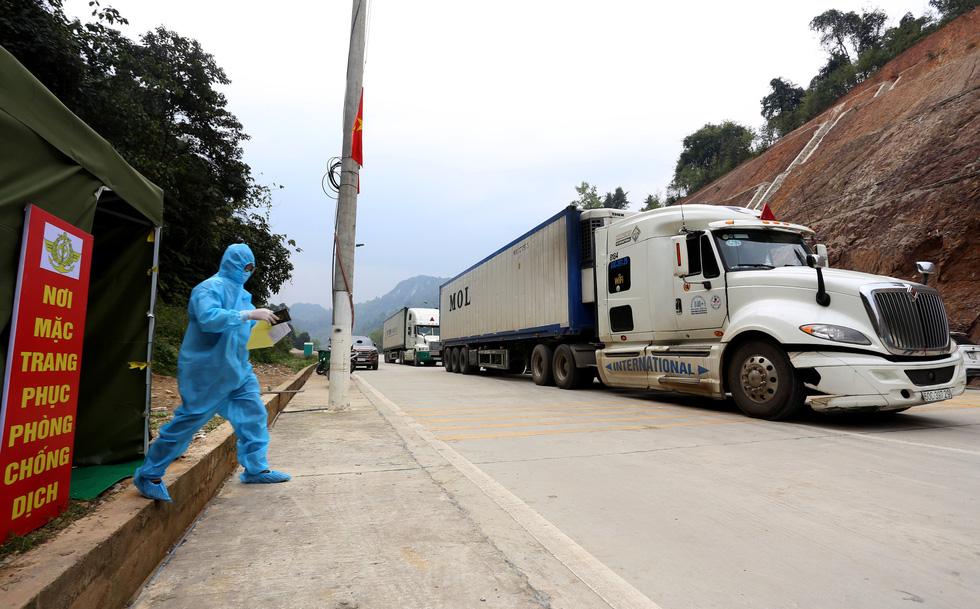 Ngày đầu tiên cửa khẩu Tân Thanh mở lại, 300 tấn nông sản qua Trung Quốc - Ảnh 4.