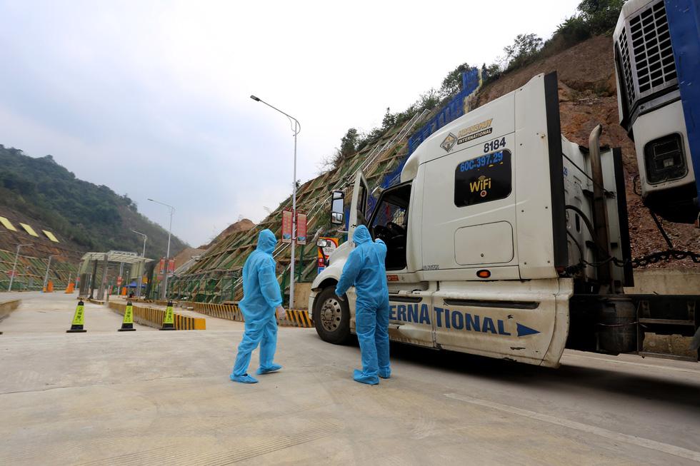 Ngày đầu tiên cửa khẩu Tân Thanh mở lại, 300 tấn nông sản qua Trung Quốc - Ảnh 1.