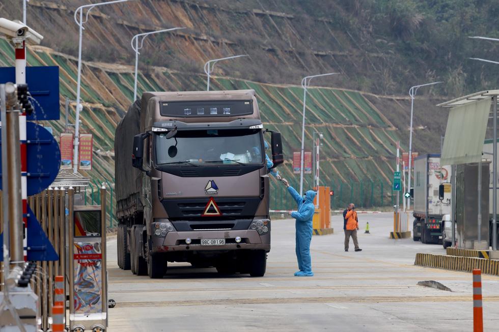 Ngày đầu tiên cửa khẩu Tân Thanh mở lại, 300 tấn nông sản qua Trung Quốc - Ảnh 9.