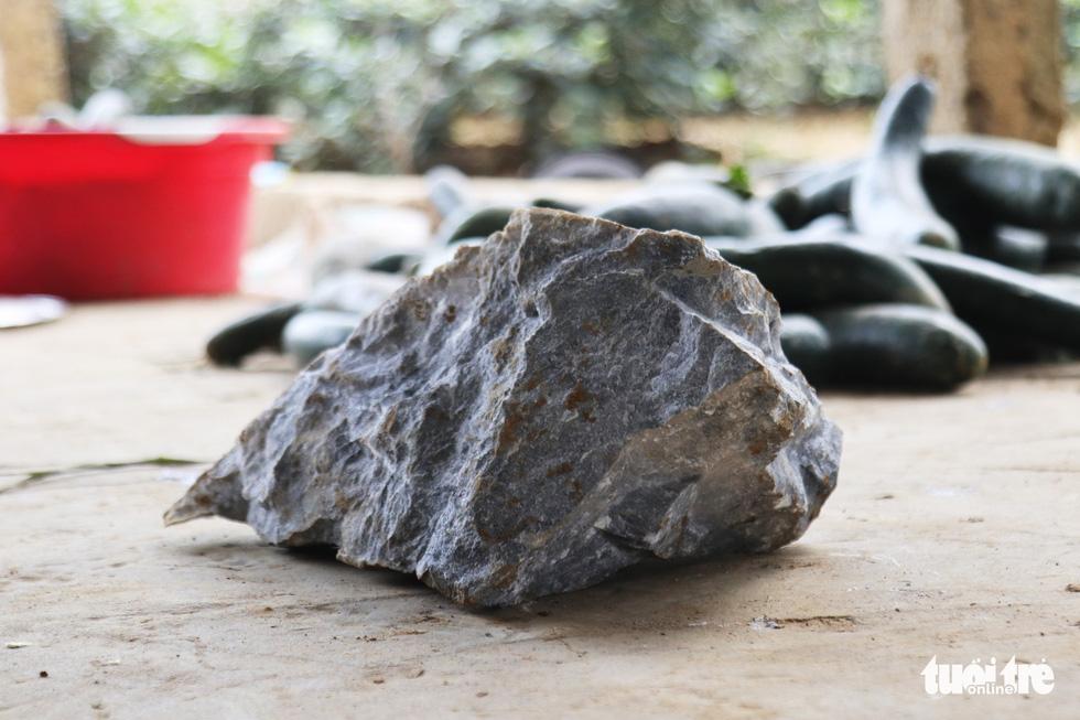 Mỏ đá nổ mìn, đá rơi 'như mưa' vào nhà dân - Ảnh 6.
