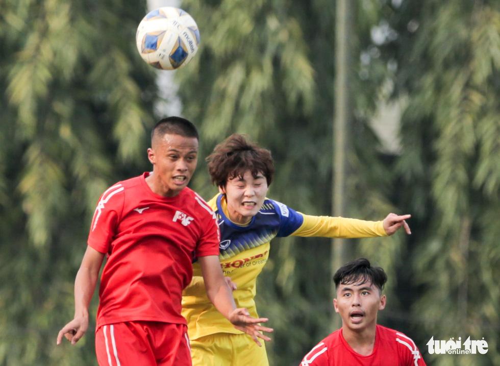 Tuyển nữ Việt Nam thua trắng U16 PVF: HLV Mai Đức Chung vẫn hài lòng - Ảnh 4.