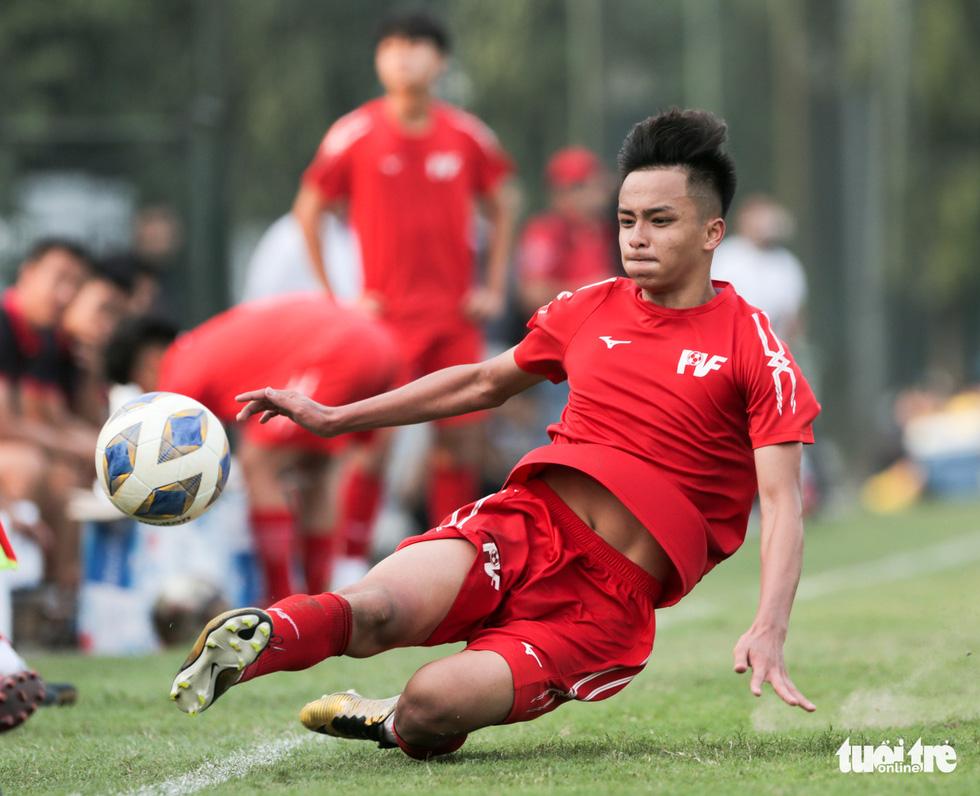Tuyển nữ Việt Nam thua trắng U16 PVF: HLV Mai Đức Chung vẫn hài lòng - Ảnh 3.