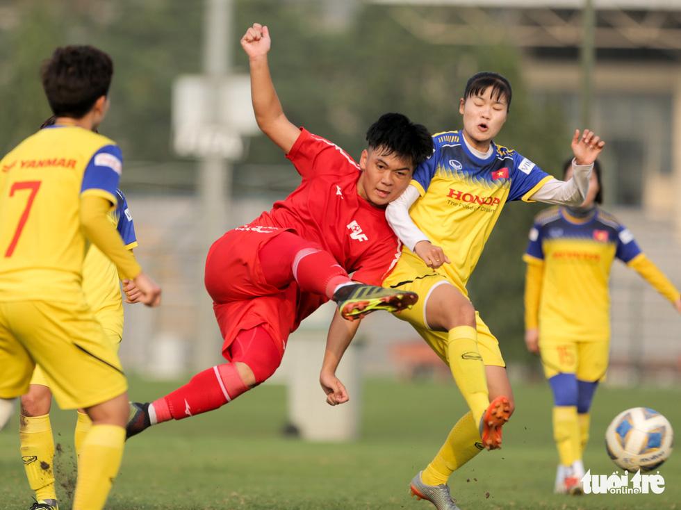 Tuyển nữ Việt Nam thua trắng U16 PVF: HLV Mai Đức Chung vẫn hài lòng - Ảnh 7.