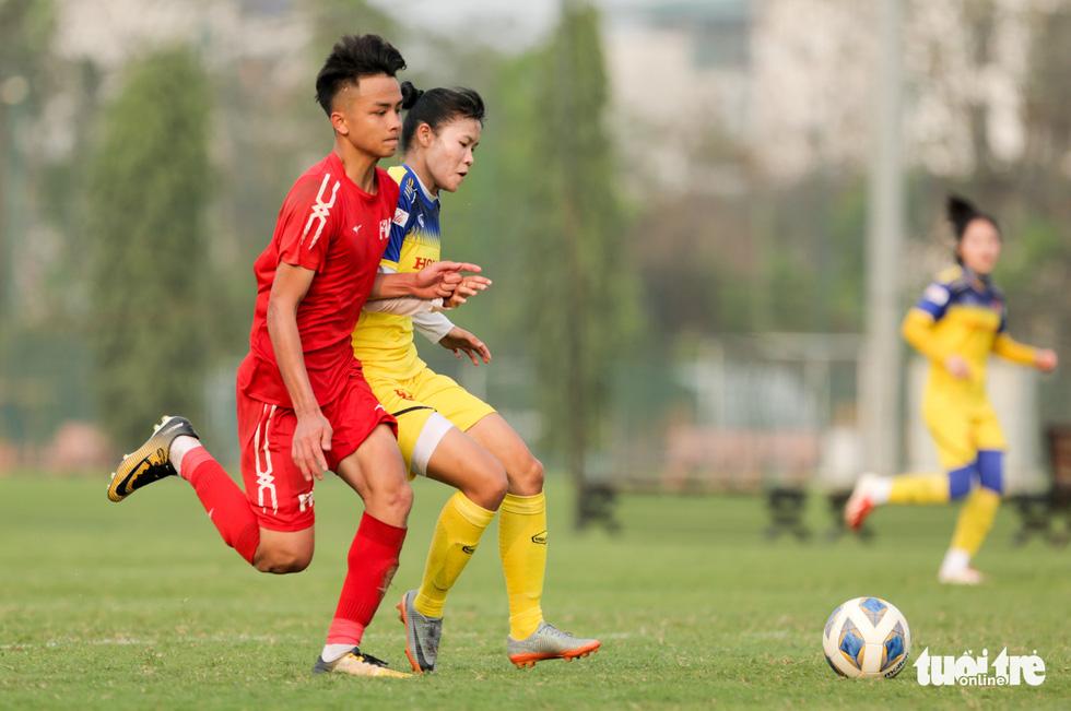 Tuyển nữ Việt Nam thua trắng U16 PVF: HLV Mai Đức Chung vẫn hài lòng - Ảnh 2.