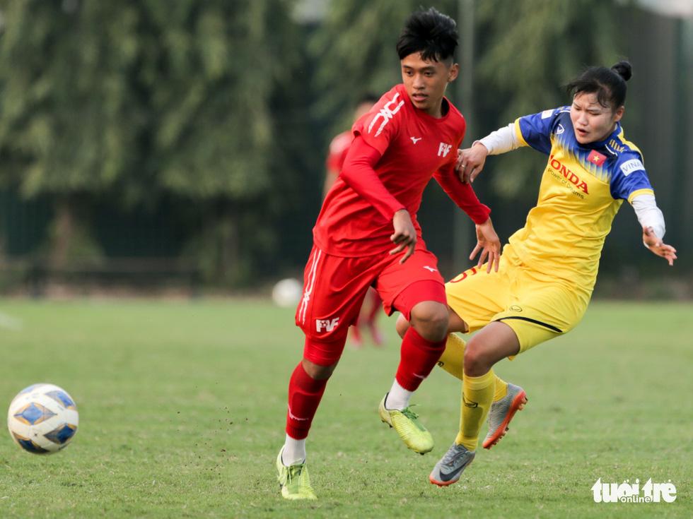 Tuyển nữ Việt Nam thua trắng U16 PVF: HLV Mai Đức Chung vẫn hài lòng - Ảnh 5.