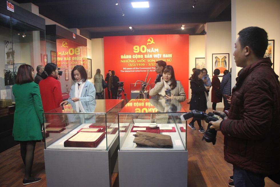 Trưng bày bảo vật quốc gia Đường kách mệnh và nhiều hiện vật quý hiếm về Đảng - Ảnh 1.