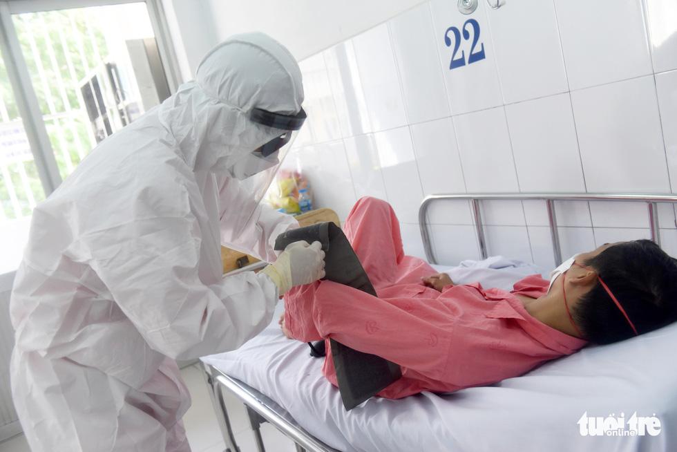 Bên trong khu cách ly bệnh nhân nhiễm corona ở Bệnh viện Chợ Rẫy - Ảnh 2.