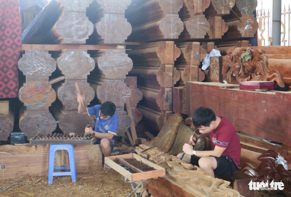 Vào xưởng mộc làm rường cột mới cho nhà thờ Bùi Chu - Ảnh 5.