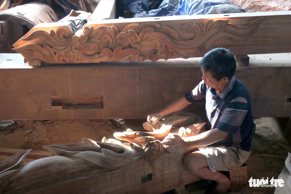 Vào xưởng mộc làm rường cột mới cho nhà thờ Bùi Chu - Ảnh 7.