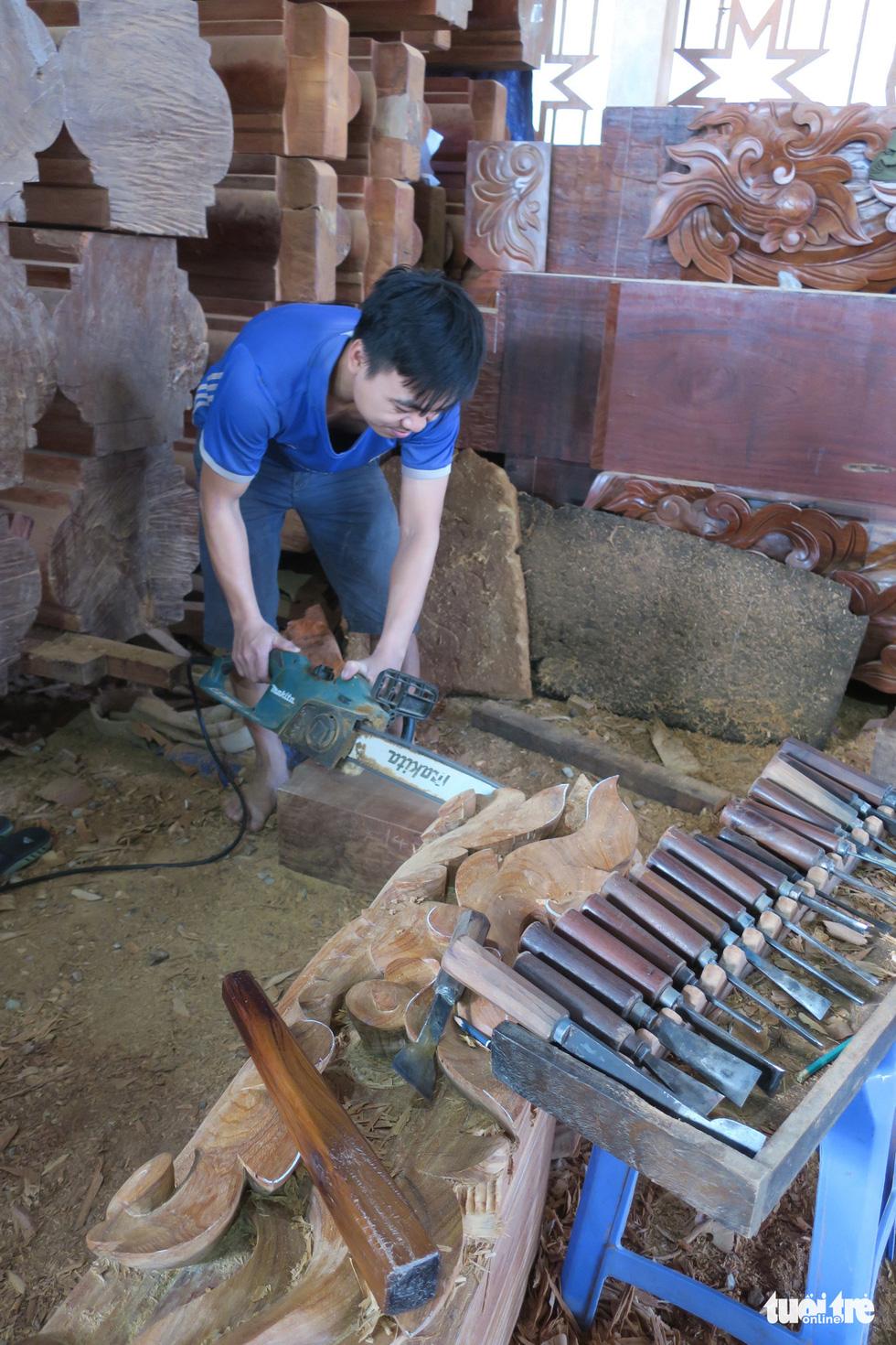 Vào xưởng mộc làm rường cột mới cho nhà thờ Bùi Chu - Ảnh 4.