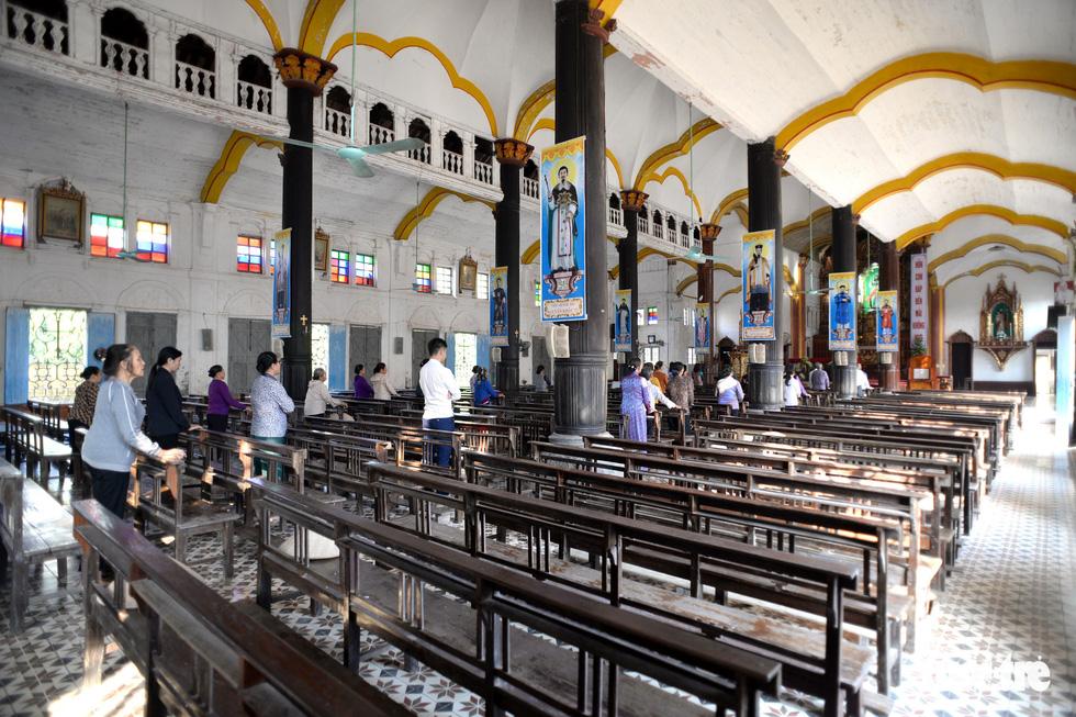 Vào xưởng mộc làm rường cột mới cho nhà thờ Bùi Chu - Ảnh 12.
