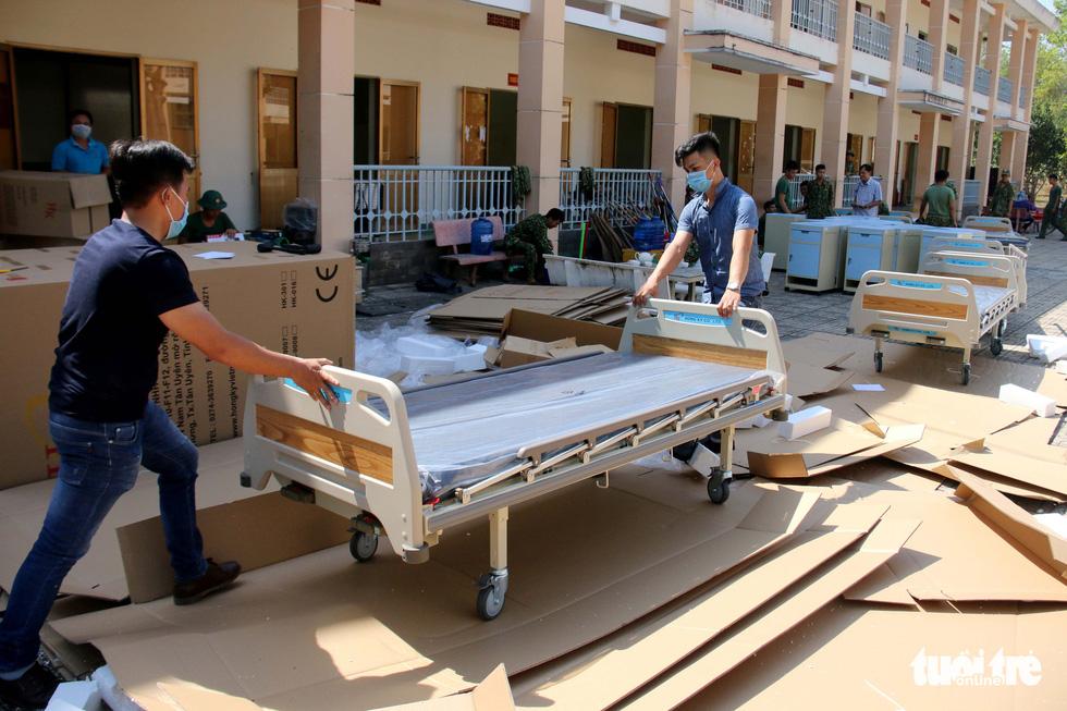 Thứ hai 10-2, bệnh viện dã chiến phòng dịch corona đầu tiên của TP.HCM hoạt động - Ảnh 1.