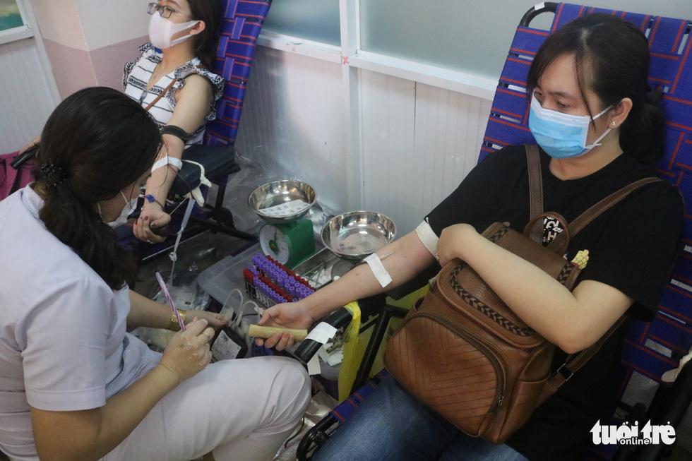 TP.HCM: Hơn 1.000 người tham gia hiến máu - Ảnh 1.