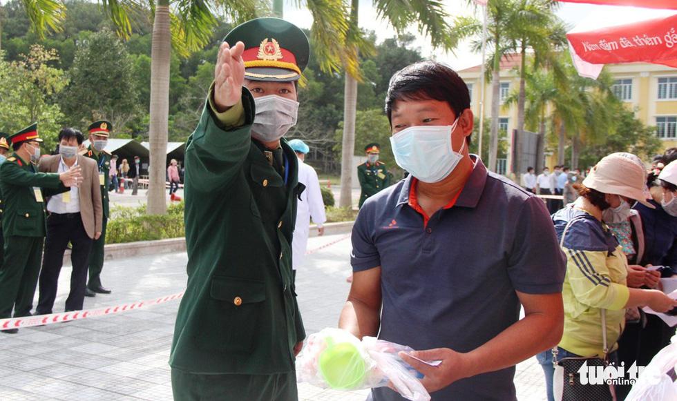 Diễn tập đón công dân Việt Nam từ vùng dịch trở về Huế - Ảnh 11.