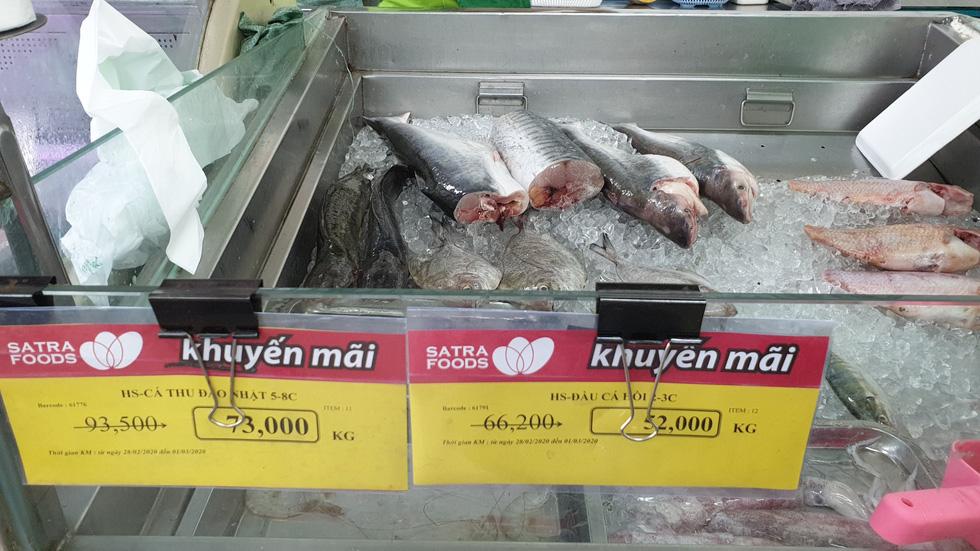 Giá thực phẩm giảm, người Sài Gòn tranh thủ cuối tuần đi siêu thị - Ảnh 6.