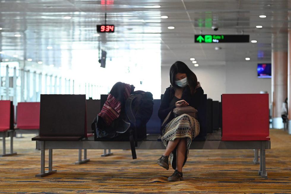 Sân bay khắp thế giới vắng hoe vì dịch bệnh COVID-19 - Ảnh 7.