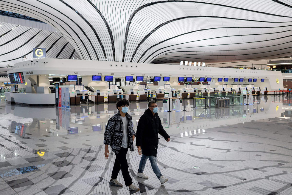 Sân bay khắp thế giới vắng hoe vì dịch bệnh COVID-19 - Ảnh 1.