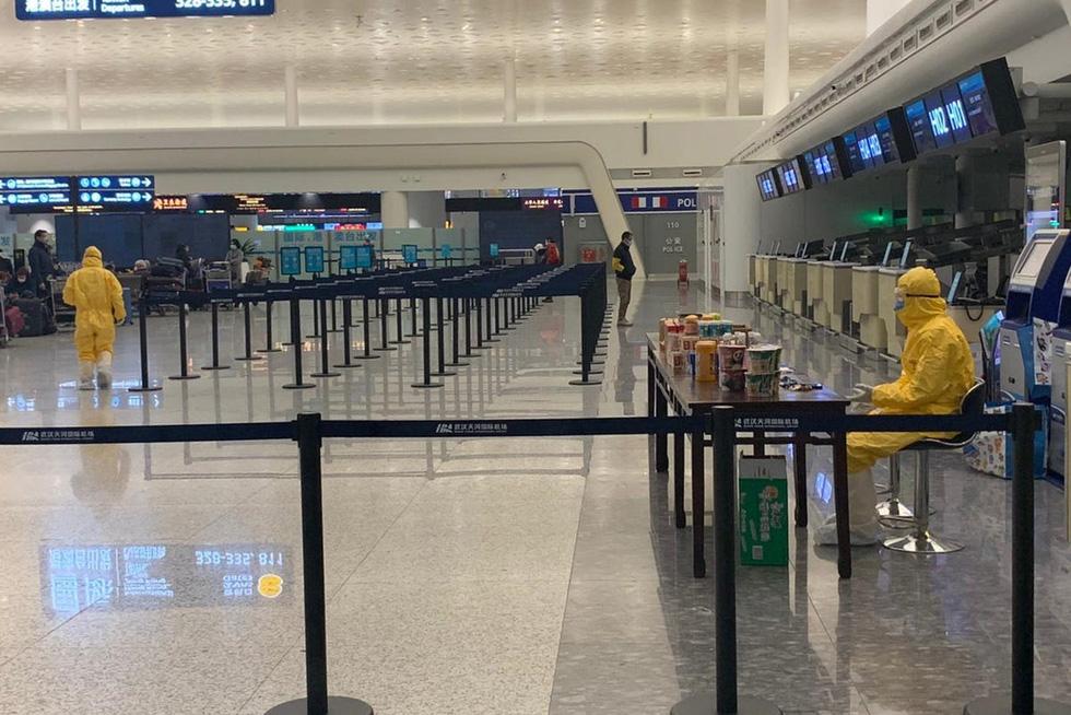 Sân bay khắp thế giới vắng hoe vì dịch bệnh COVID-19 - Ảnh 6.