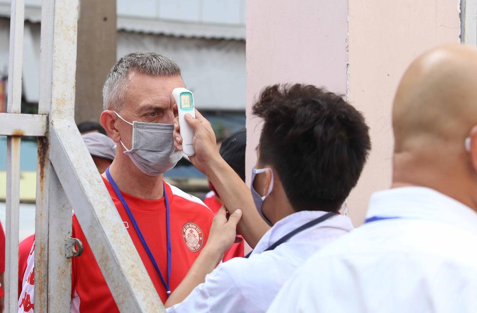 Kiểm tra y tế nhằm đối phó COVID-19 trước trận Siêu cúp quốc gia - Ảnh 4.