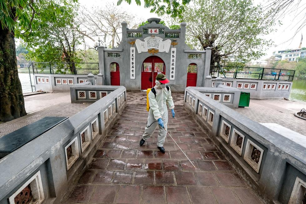 Khử trùng di tích nhà tù Hỏa Lò, Hoàng thành Thăng Long, Văn Miếu... - Ảnh 5.