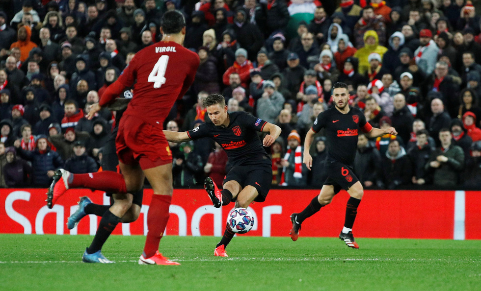 Những khoảnh khắc ấn tượng trong ngày Atletico Madrid tiễn Liverpool khỏi Champions League - Ảnh 3.