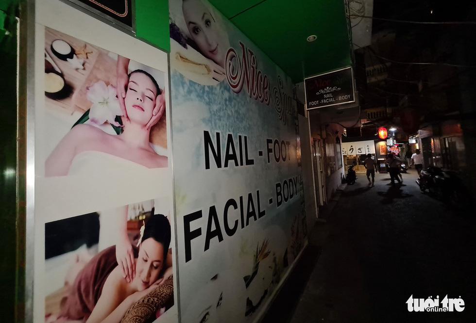 Phố bar, massage Nhật Bản ở quận 1 vắng như… tết - Ảnh 4.