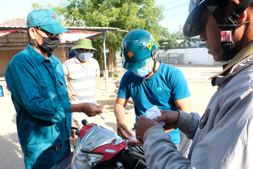 Cận cảnh thôn Văn Lâm 3, nơi cách ly 981 hộ dân liên quan đến bệnh nhân 61 - Ảnh 5.