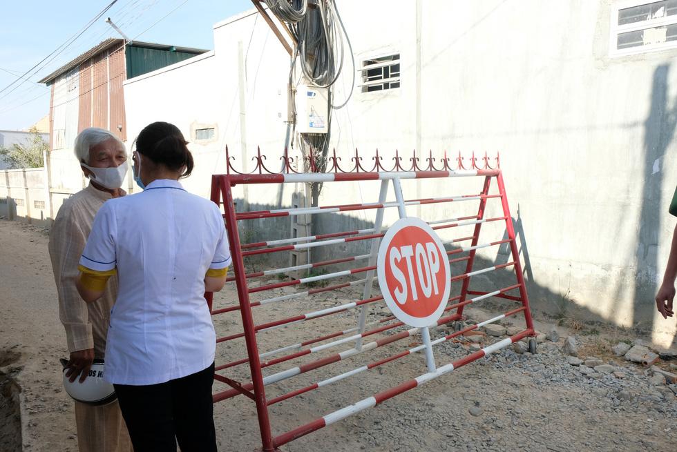 Cận cảnh thôn Văn Lâm 3, nơi cách ly 981 hộ dân liên quan đến bệnh nhân 61 - Ảnh 6.
